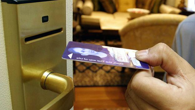 Памятка туристу: эксперт дал рекомендации по безопасности в отелях
