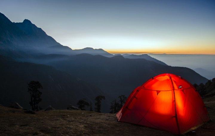 палатка оранжевая