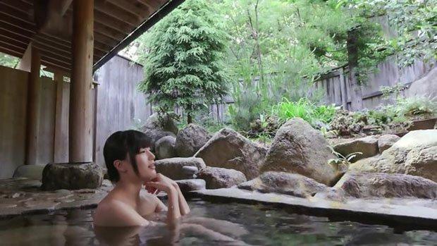 Новый способ завлечь туристов: вместо достопримечательностей - купание с порнозвездой