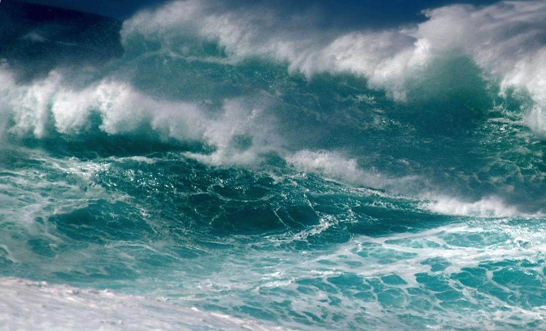 Шторм на Багамах чуть не потопил круизный лайнер NCL, покалечив туристов