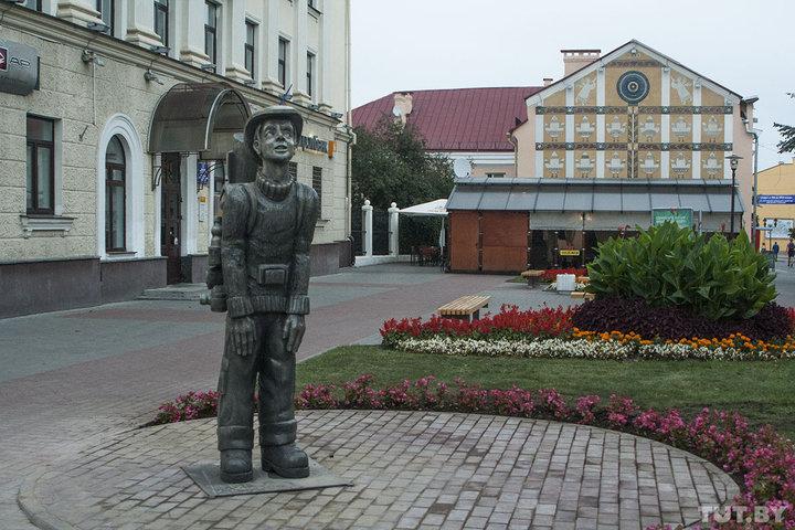 Стало известно, где будет стоять скульптура гродненского туриста и кто ее демонтировал