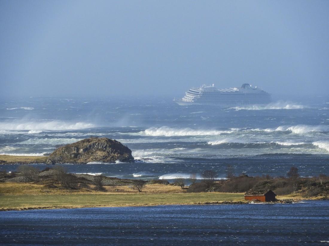 В Норвегии идет эвакуация туристов с круизного лайнера Viking Sky