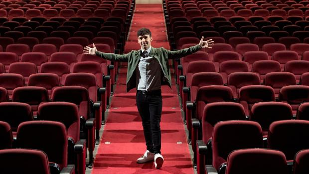 Испанский иллюзионист Маго Поп покупает барселонский театр «Виктория»