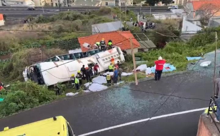 В аварии с туристическим автобусом на Мадейре погибли 28 человек