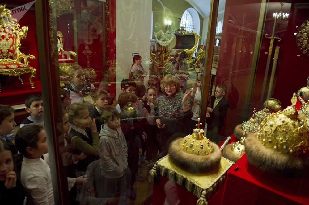 Музеи Московского Кремля посетили около 3 млн туристов
