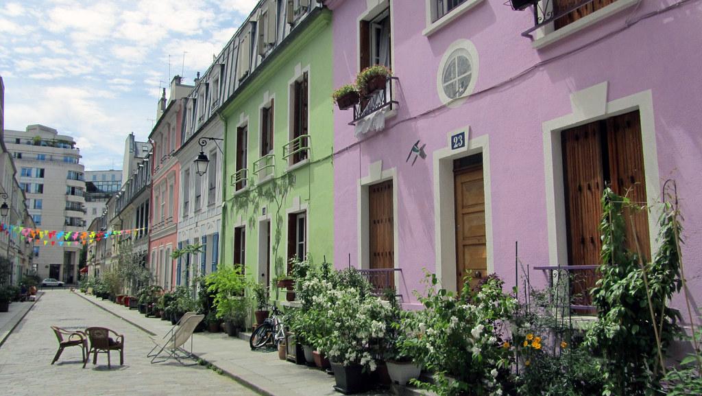 Овертуризм: жители парижской улицы попросили закрыть их на замок от туристов
