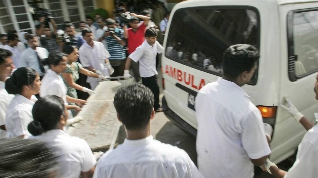 На Шри-Ланке взорваны три отеля и церкви, число жертв достигло 160 человек