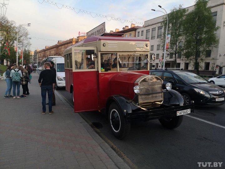 Минчанин сделал своими руками автобус ЗИС-8, зарегистрировал в ГАИ и теперь возит на нем туристов