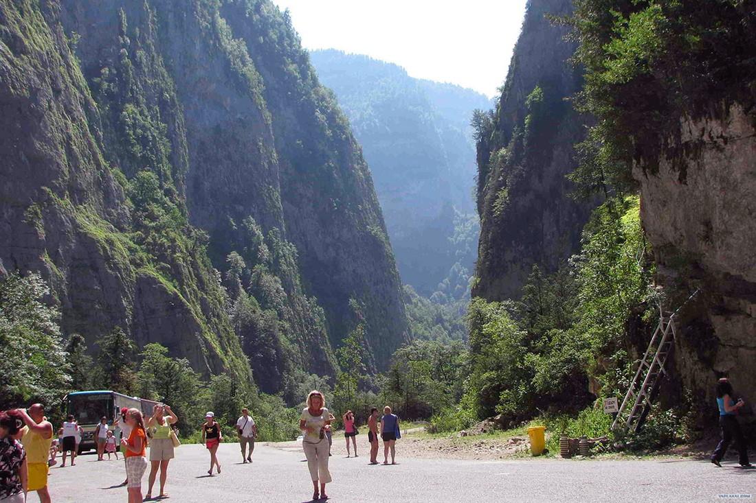 Абхазия запретила российских гидов, туроператоры считают эту меру безосновательной