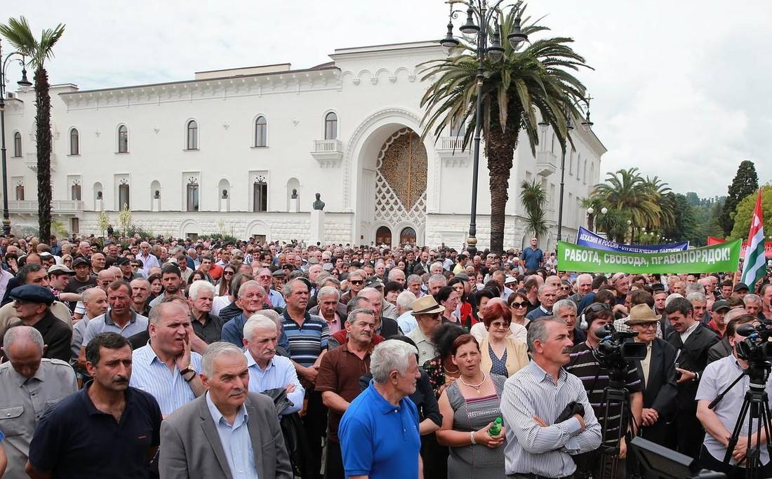 В Абхазии опасаются аннуляций туров из-за политических волнений
