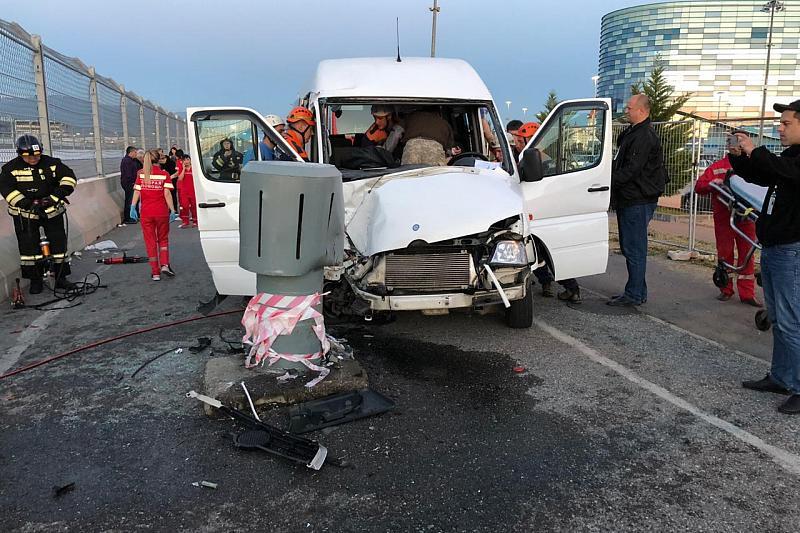 Водитель автобуса, устроивший ДТП в Сочи, возил туристов без разрешения