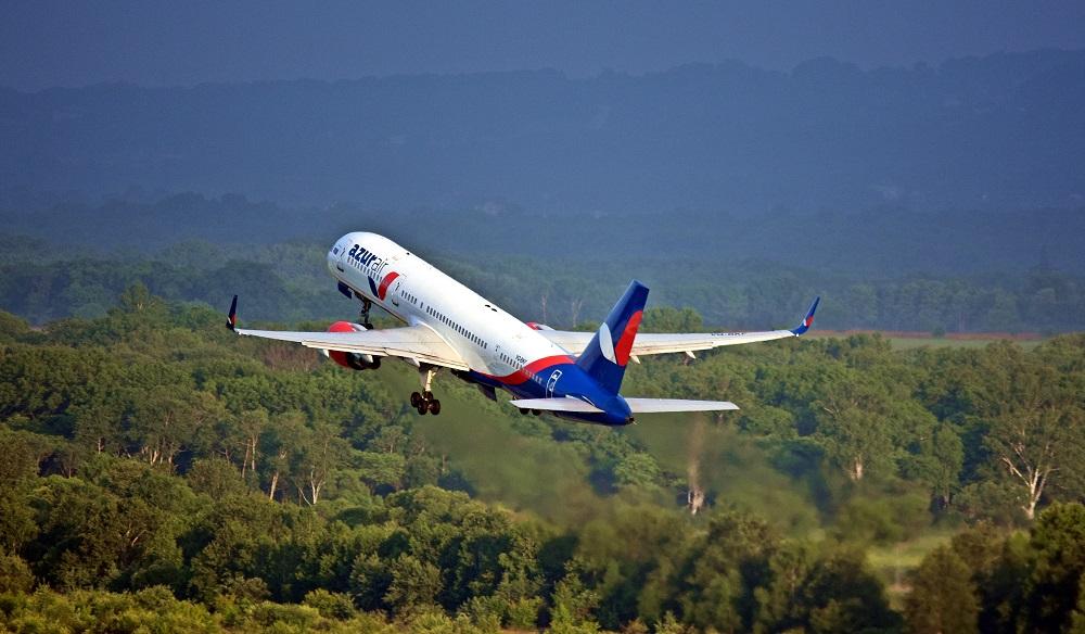 Azur air пересматривает рационы питания на коротких рейсах