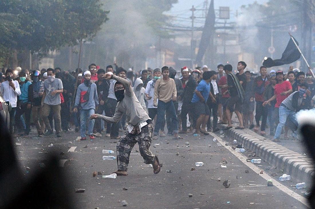 Туристов предупредили избегать «мест массового скопления» в Индонезии