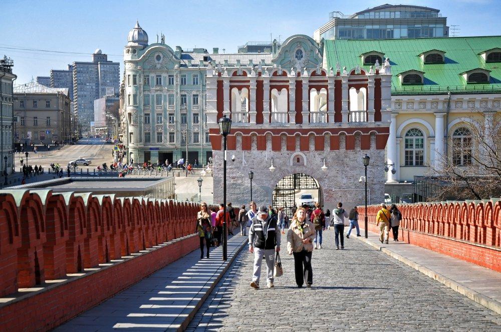 Московский Кремль начал принимать туристов по летнему расписанию