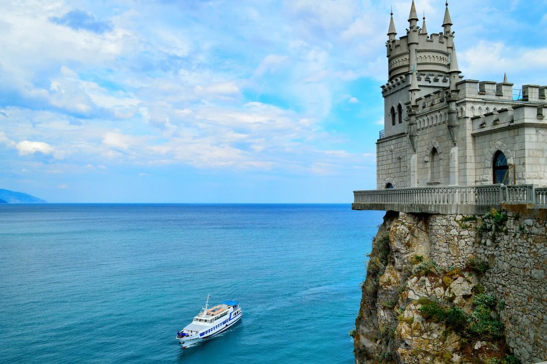 Крым отчитался о первом миллионе туристов, 60% загрузке отелей, и о снижении цен