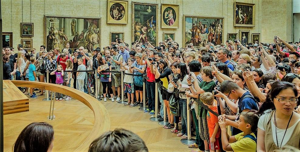 Лувр закрыли на забастовку из-за овертуризма