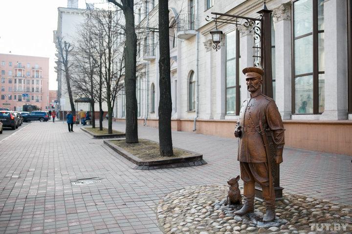«Считайте это все забавным приключением». В Минске россиян задержали из-за снимка со скульптурой городового