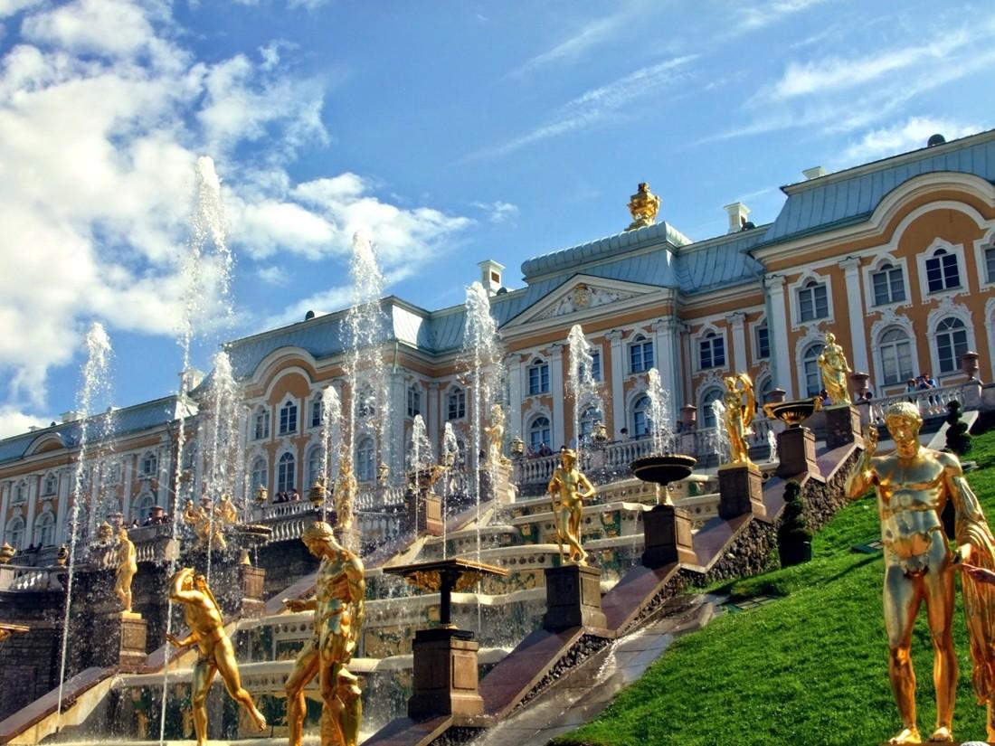 Петергоф пригласит туристов на праздник открытия фонтанов
