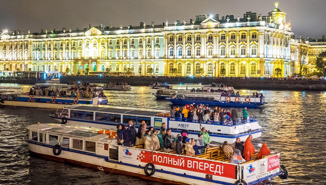 Власти Петербурга рассчитывают заработать на туризме 35 млрд рублей через четыре года