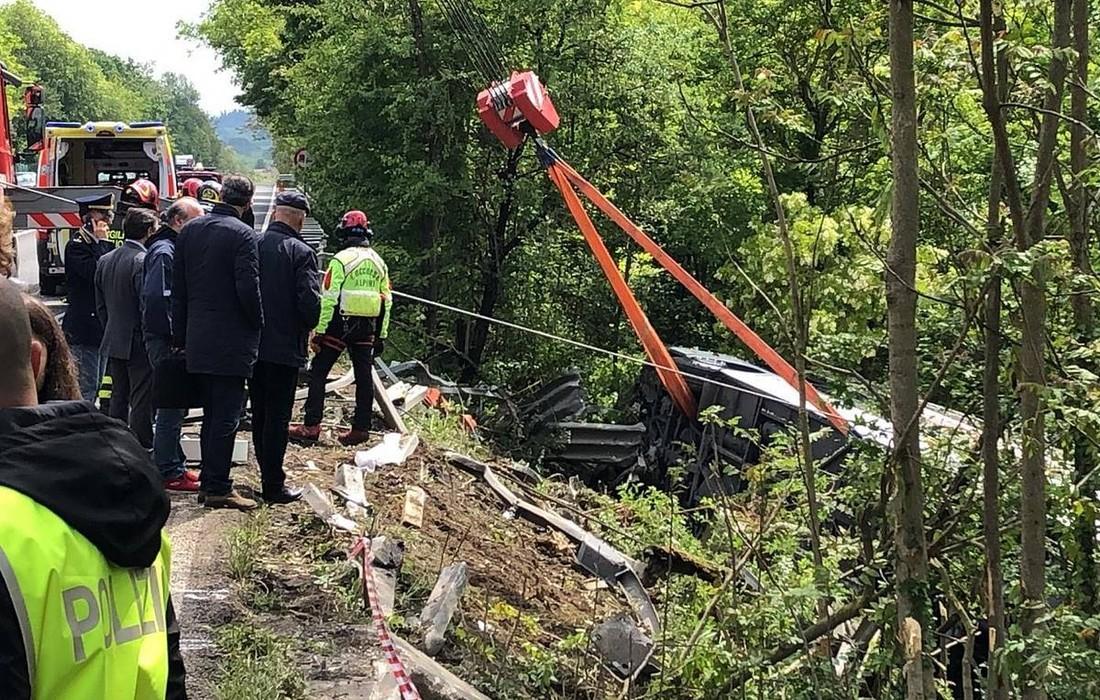 СМИ: водитель разбившегося в Италии автобуса с российскими туристами не имел права им управлять