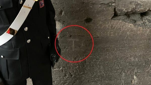 В римском Колизее арестован очередной турист-вандал