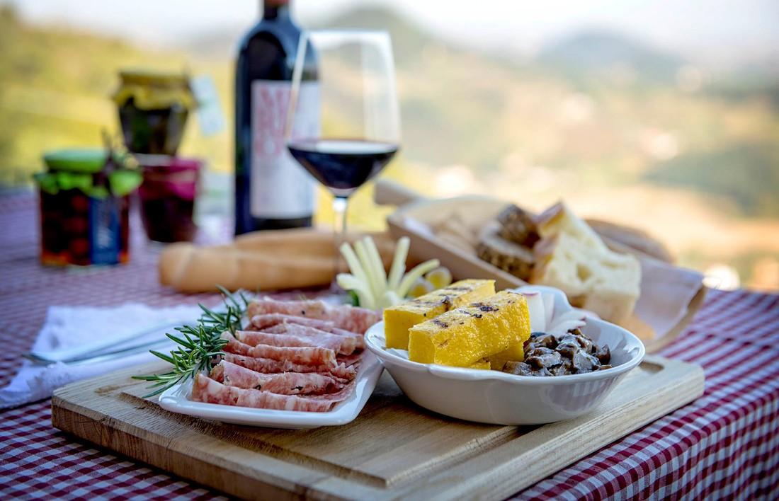 В Ломбардии обязали кормить туристов только местной едой