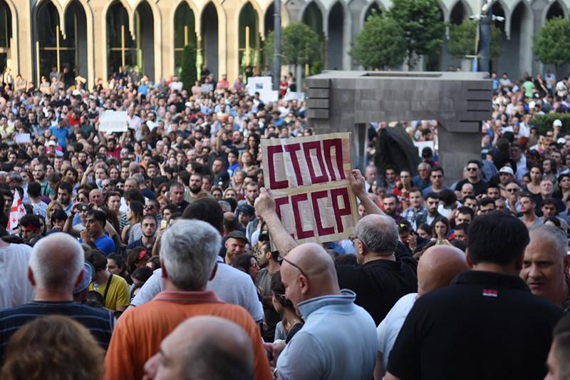 Грузинские посольства начали завлекать иностранных туристов, пытаясь заменить русских