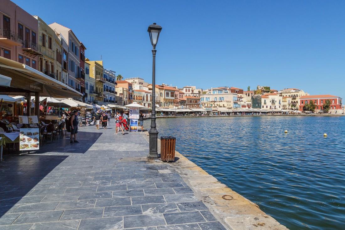 Корал снял чартерную программу на Крит в Ханью