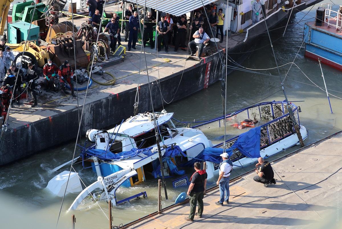 "Операция по подъему затонувшего катера ""Русалка"". Венгрия, 11 июня 2019 года. Фото: Reuters"