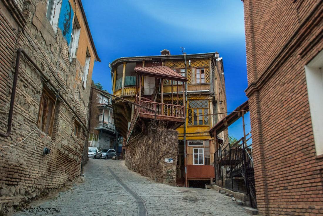 Грузинские отельеры отрицают массовый отказ российских туристов от броней
