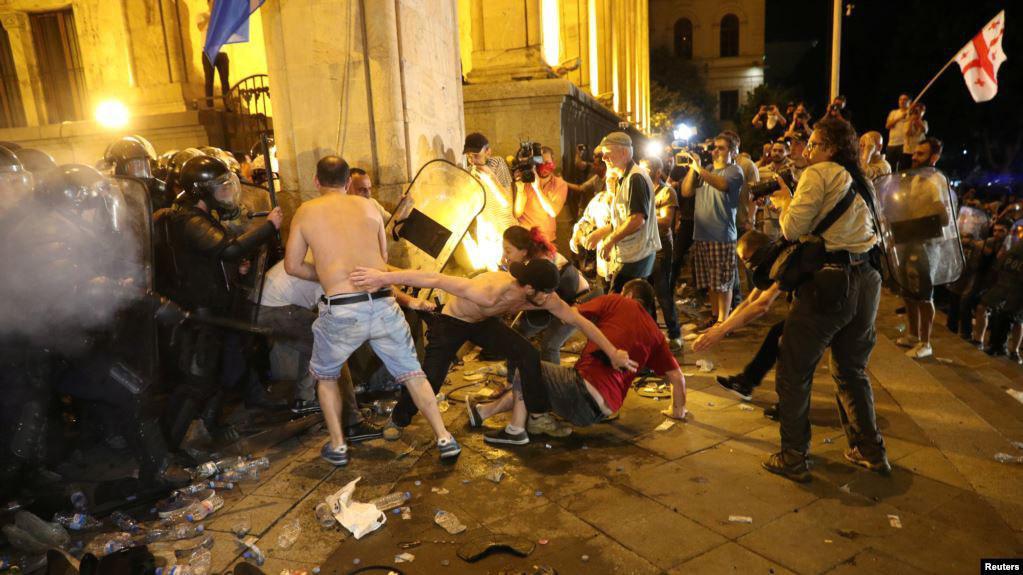 В Грузию рекомендовали не ездить: провокации и беспорядки. Как отреагируют российские туристы?