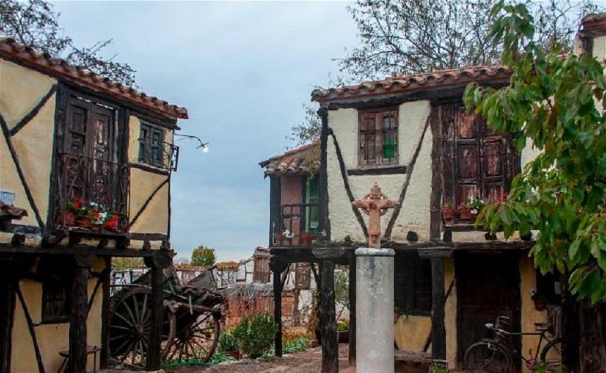 Мастер по керамике из Бургоса создал деревню без жителей