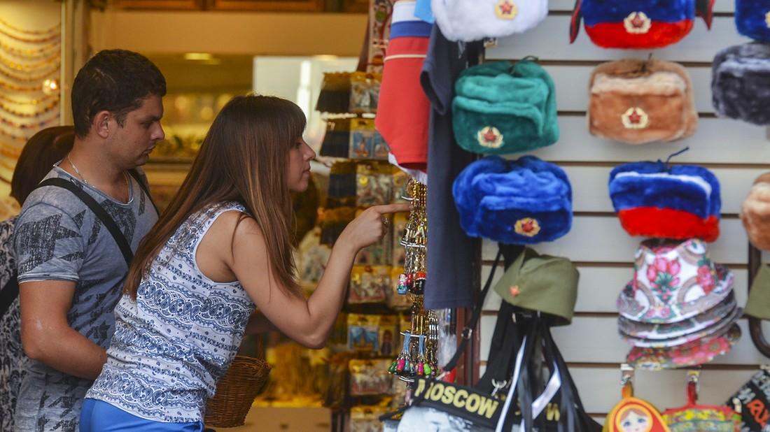 Российские туристы стали меньше экономить, эксперты усомнились