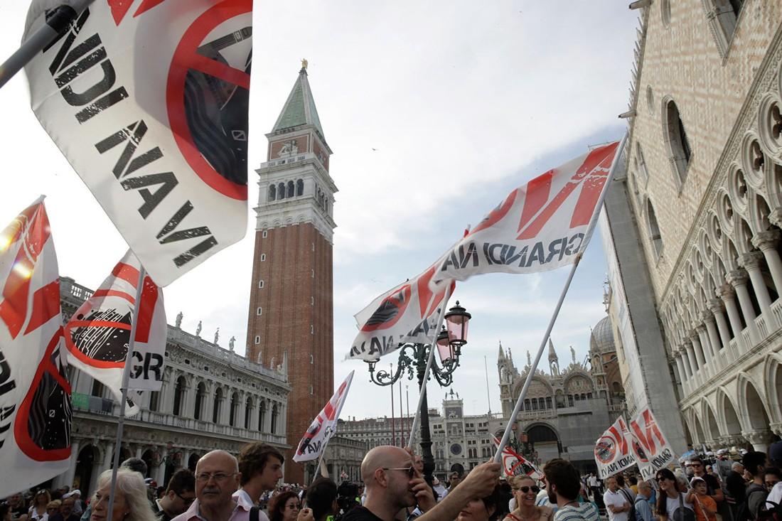 Очередной митинг против овертуризма, опять в Венеции