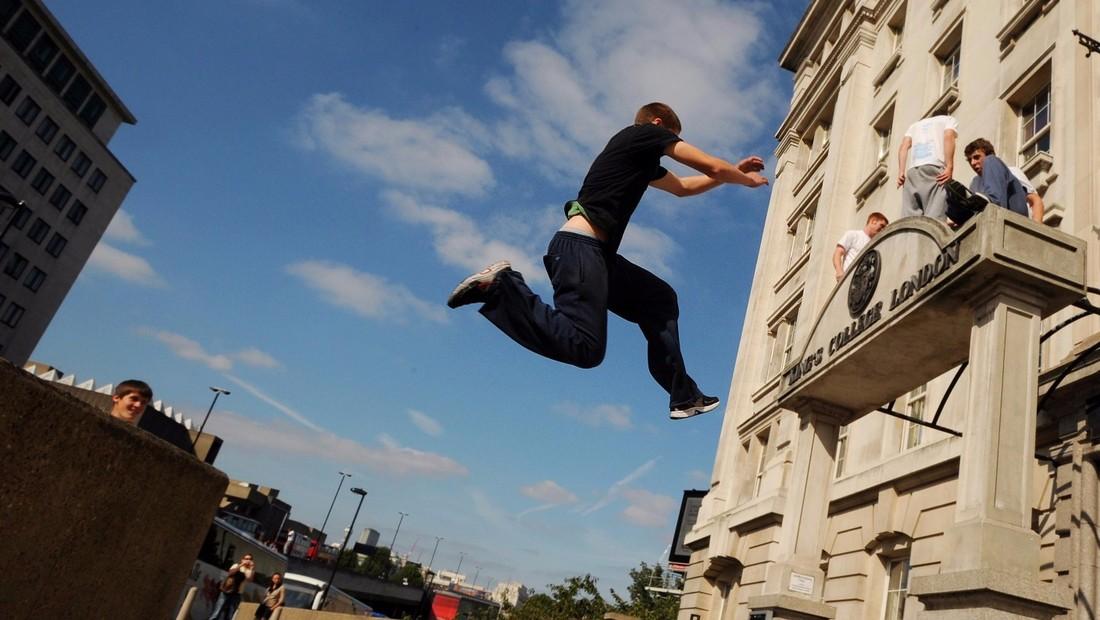 МИД Британии официально ввел новый тип предупреждений для туристов - balcony falls