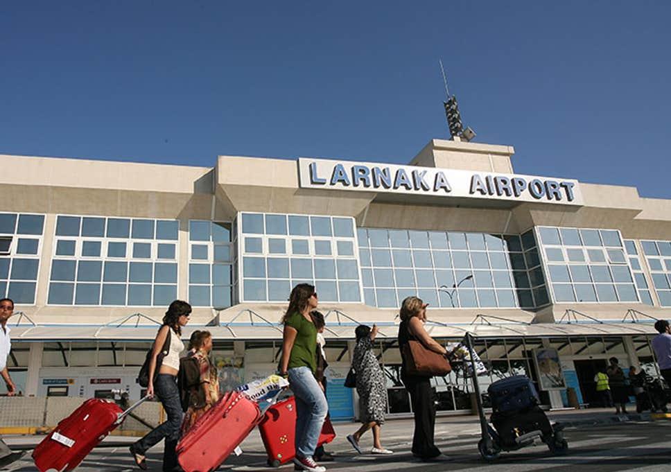 Российские туристы задержались на Кипре из-за сообщения о бомбе в самолете