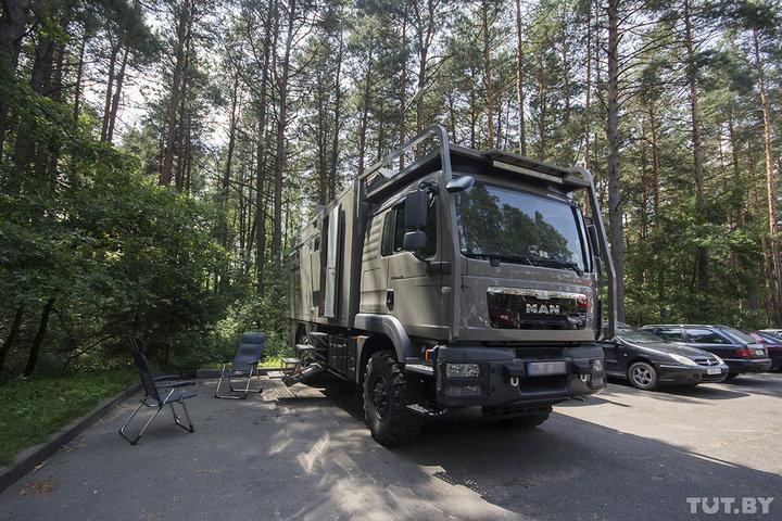 «Это был необычный опыт». Немец проехал по Беларуси на автодоме-«автозаке» за сотни тысяч евро