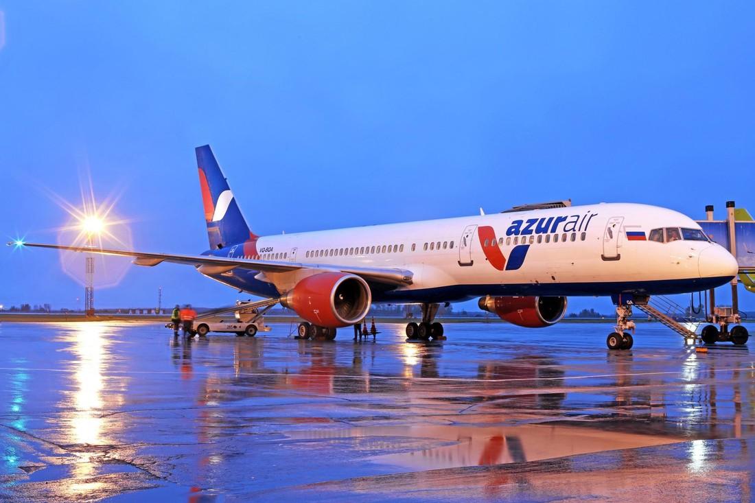 Azur Air отозвала допуски на полеты по 95 маршрутам за границу