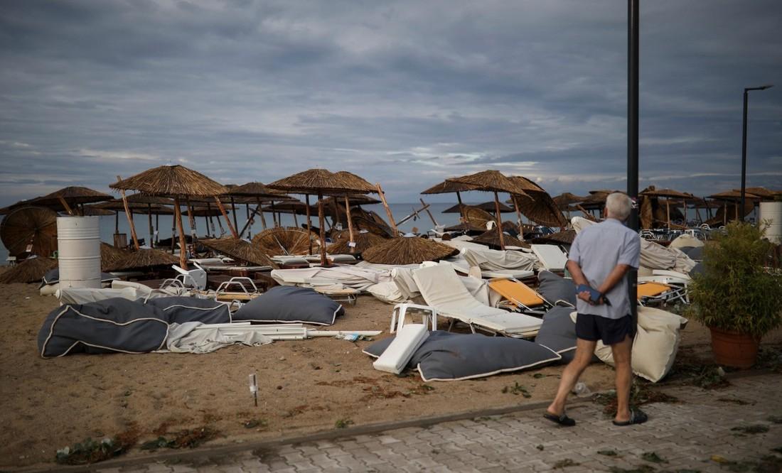 Туроператоры рассказали, как в Греции справляются с последствиями урагана