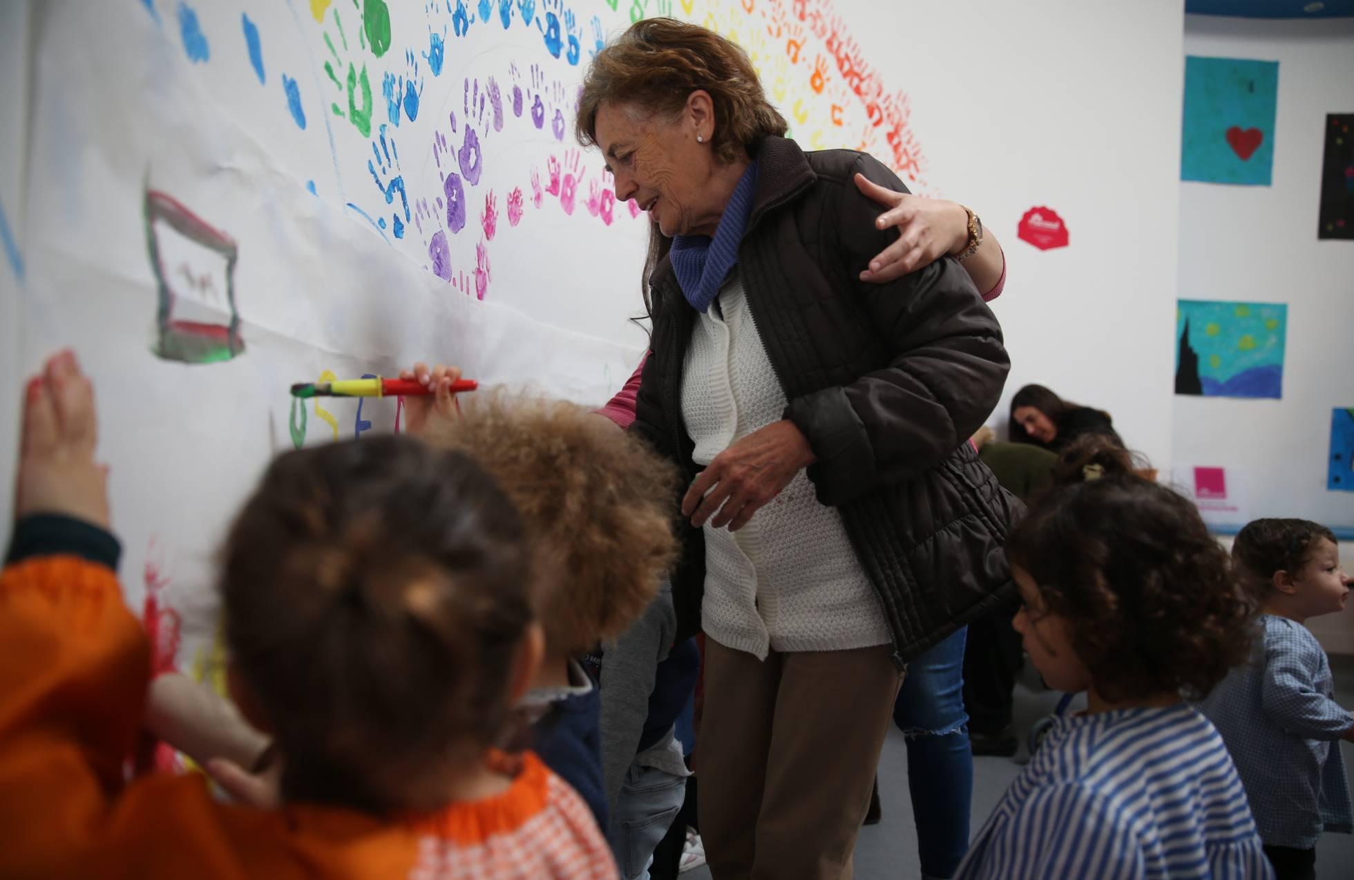 В Севилье используют детские игры для улучшения самочувствия пожилых людей