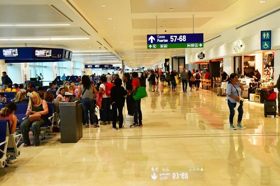 Вторую группу российских туристов депортируют из Мексики