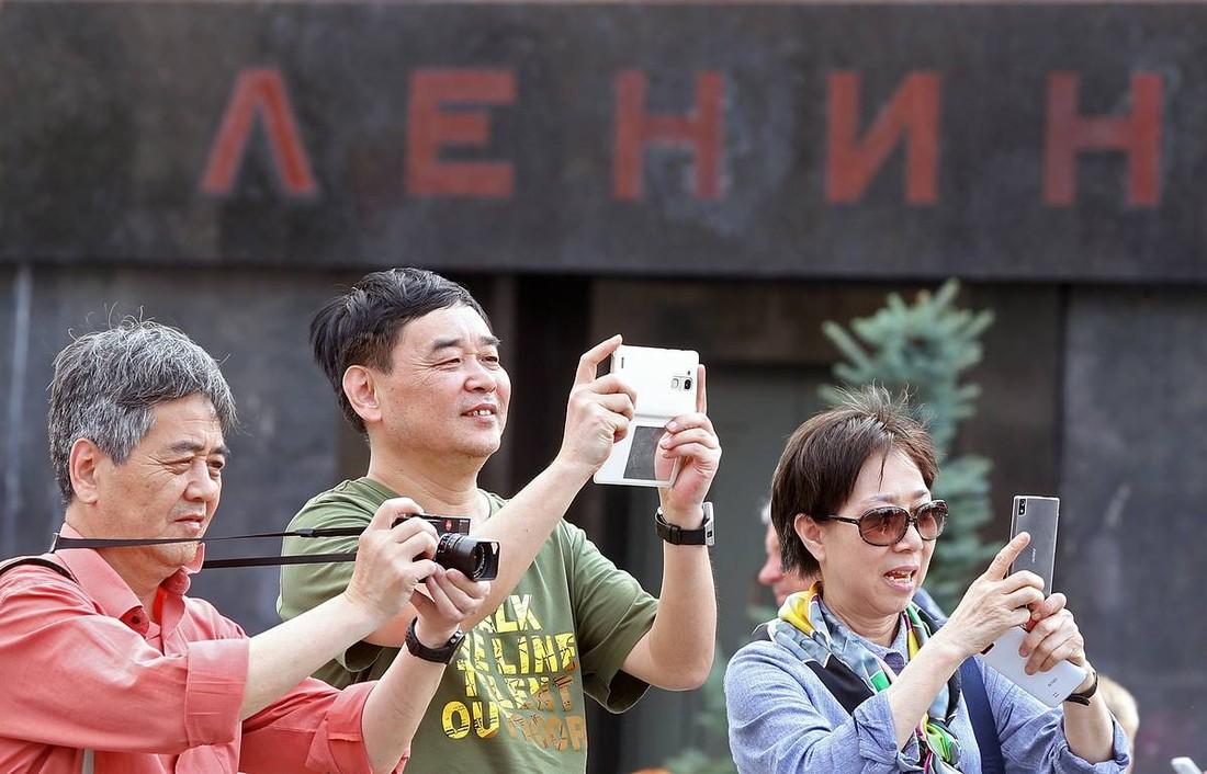 СМИ назвали имена чиновников Ростуризма, связанных с китайской туристической «мафией»