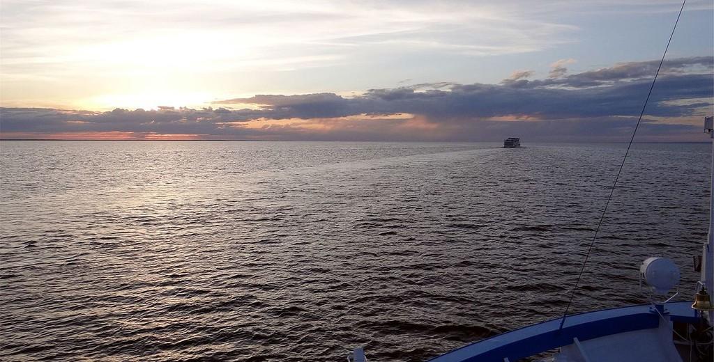 На Волге сел на мель лайнер с иностранными туристами
