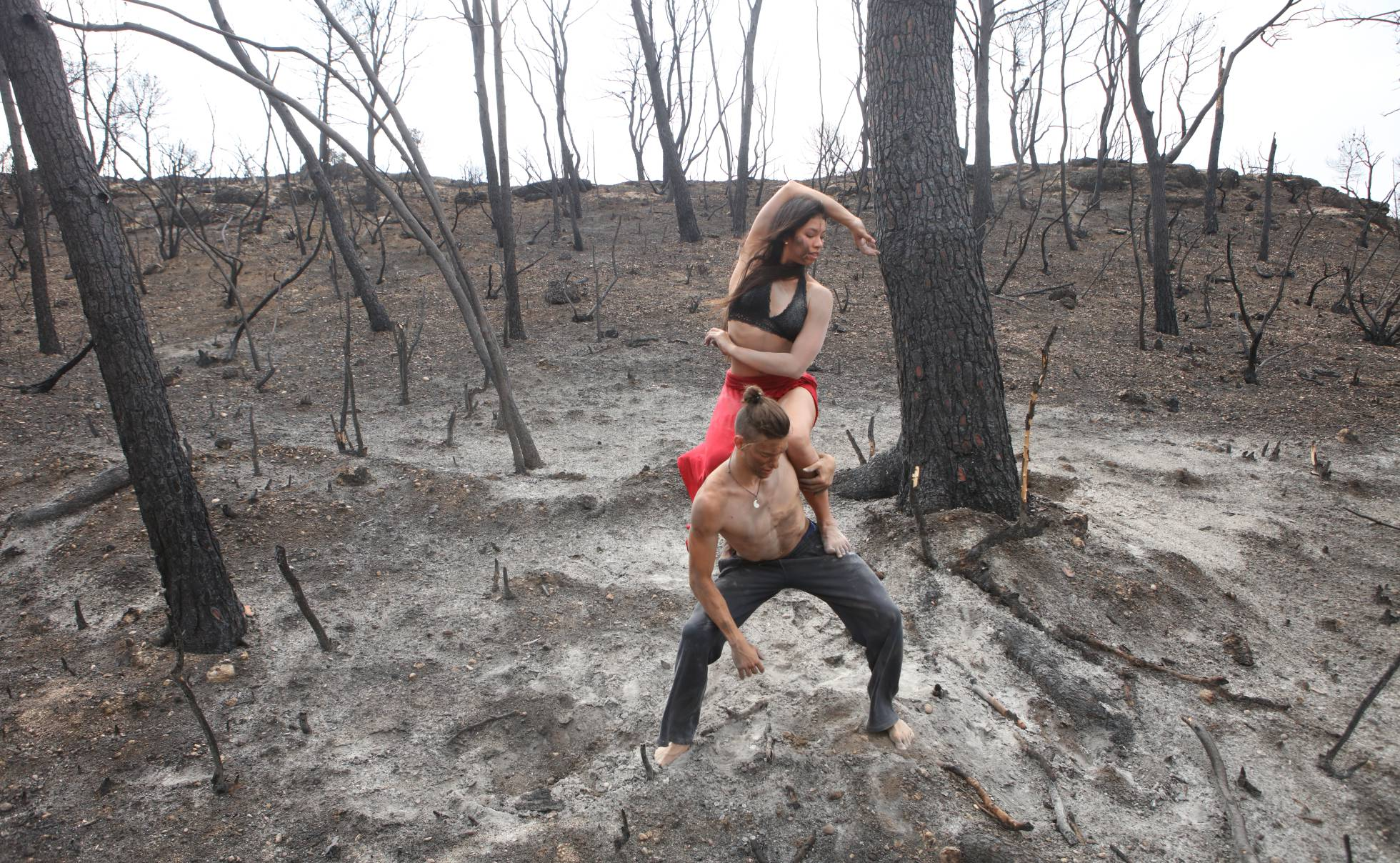 Танцевальный фестиваль Deltebre Dansa собрал танцоров в одной из самых пострадавших от пожаров зон Каталонии