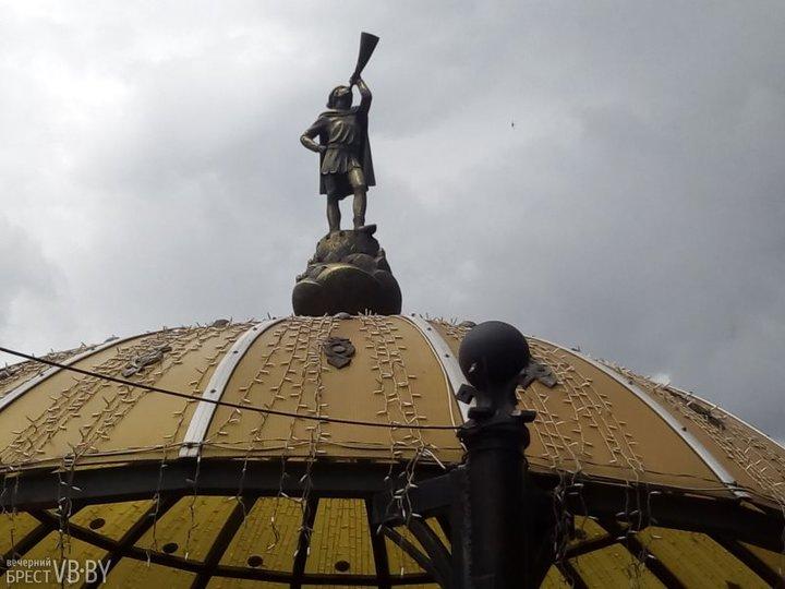 Брестчане предлагают вернуть городу трубача с четырехметровой трубой