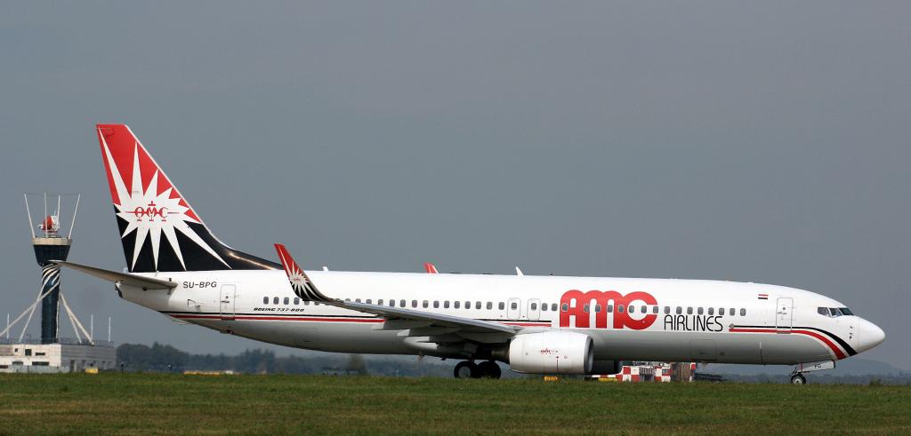 Самолет с 122 туристами аварийно сел в Каире
