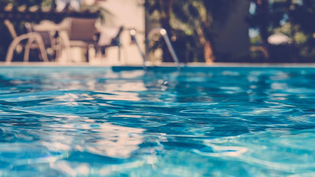 Российский турист погиб, прыгнув в бассейн в отеле Аланьи