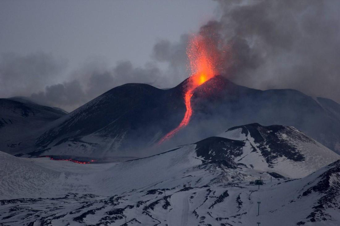 Извержение Этны привлекло туристов, но экскурсии проходят без изменений