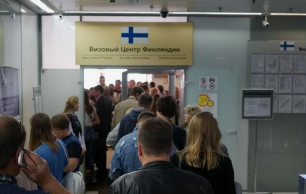 В Санкт-Петербурге очередь туристов за финской визой растянулась на 5 часов