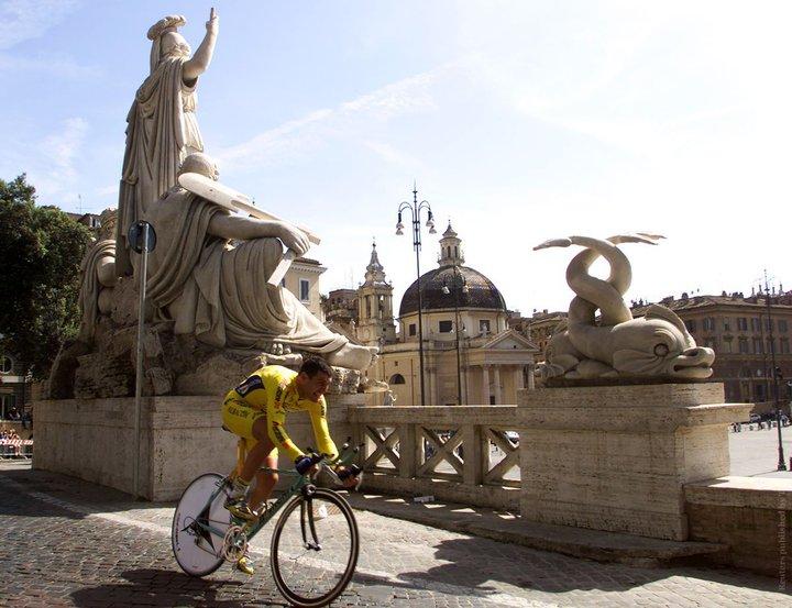 В Риме туристку из Беларуси оштрафовали за купание в фонтане и запретили подходить к нему
